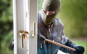 ilustrasi-pencuri-di-rumah